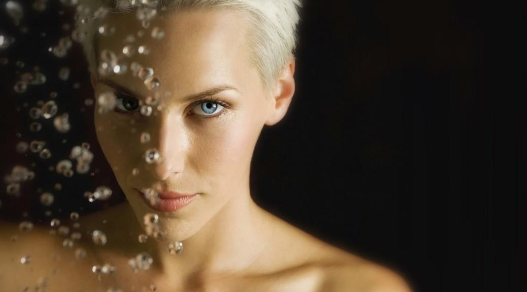 blonde-woman-face-drops-girls-1600x25601-e1418333833186-1038x576 (1)
